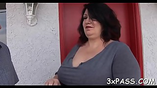 Chubby bitch gets her shaved vagina is attached on the camera