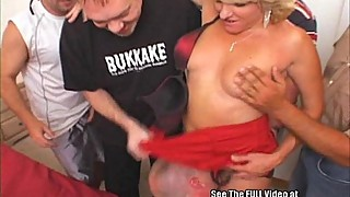 Anal-fuck-slut blonde-haired woman, three-hole gangbang