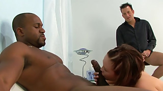 The woman katie kox gets fucked by a big black cock to the horns of the watch to create!! wtf!!
